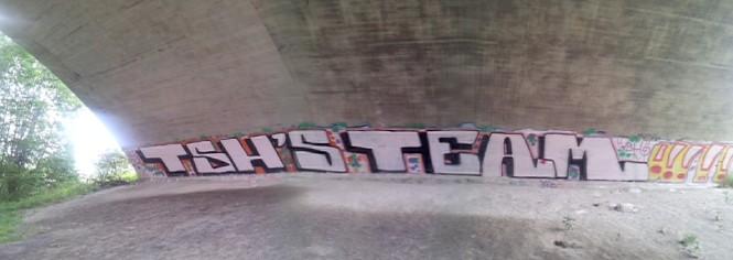 Under motorveien, Groru