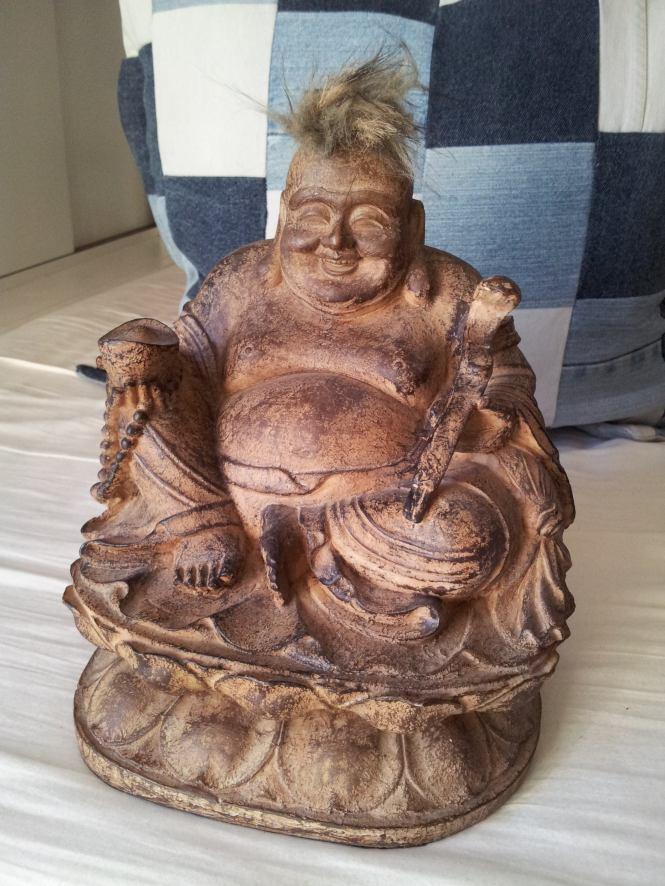 Buddha før besøket hos frisøren